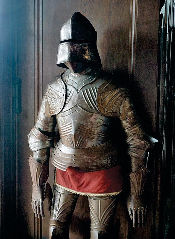 3-a_river_runs_through_it-3-reichsburg_castle_suite_of_armor